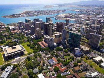 thumb1_condos-in-honolulu-downtown-aerial