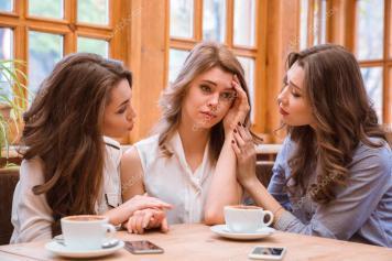 depositphotos_90953122-stock-photo-two-women-comforting-crying-girl